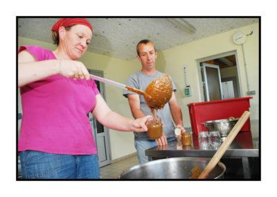mise en pots -confitures-Saveurs de nos fermes-Magasin de producteurs Saveurs de nos fermes -Albertville-Gilly Sur Isère-savoie- vente directe- agriculteur-produits locaux-
